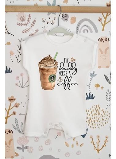 Happy Onesie Co Daddy Needs Coffee Organik Baskılı Kısa Tulum Romper Beyaz